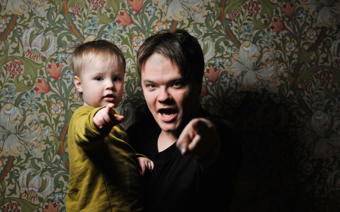 Tēvs un dēls. Everts un Toms.