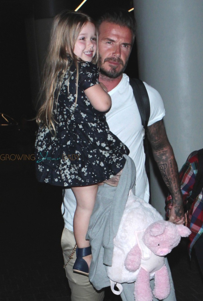 David-Beckham-with-daughter-Harper-at-LAX