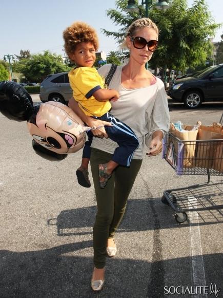celebrities-carrying-kids-10252012-03-435x580