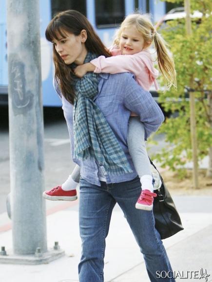 celebrities-carrying-kids-10252012-05-435x580