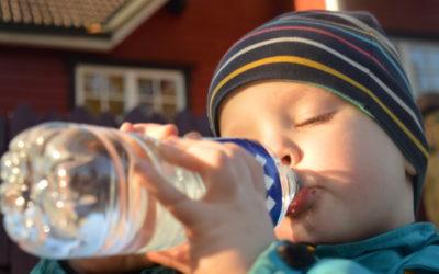 Dažādie ūdens veidi pudelēs